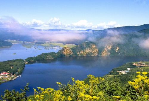 汪清县推动森林生态、休闲农业、乡村田园等旅游形式融合发展,带动贫困群众增收脱贫。